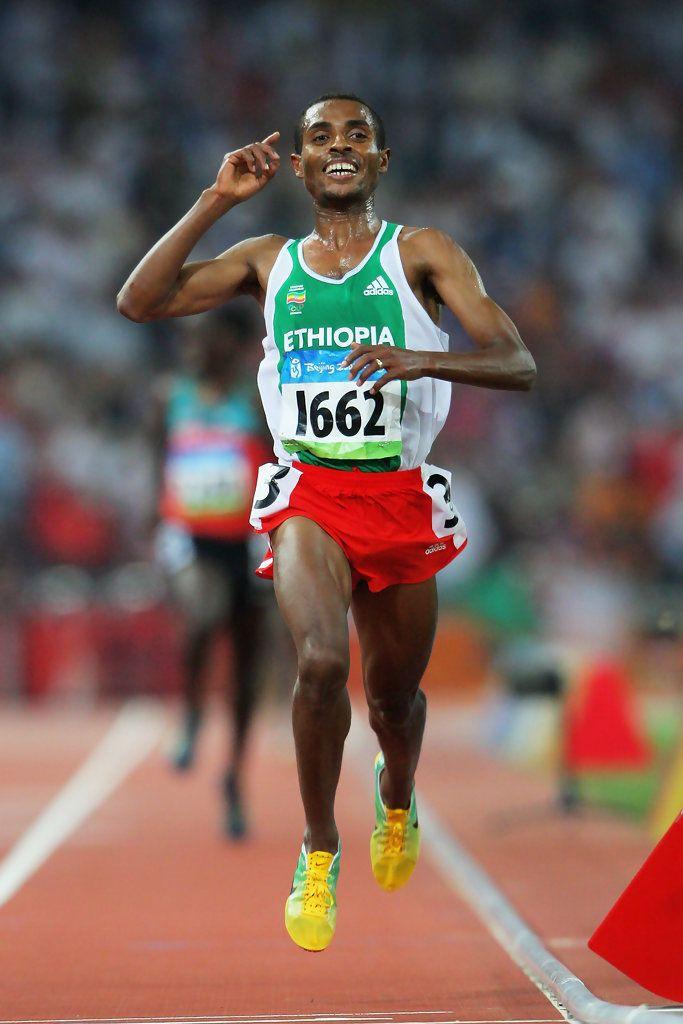 Giochi Olimpici Pechino 2008. Kenenisa Bekele (1982) vince i 10.000 metri