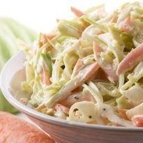 Την έχετε σίγουρα δοκιμάσει, πιθανόν στα KFC ή αλλού.  Η κλασσική Αμερικάνικη έκδοση για το λάχανο σαλάτα, με την χαρακτηριστική γλυκόξινη γ...