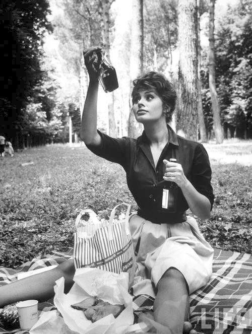 Retrophile — picnicer:   Sophia Loren having a picnic, early...