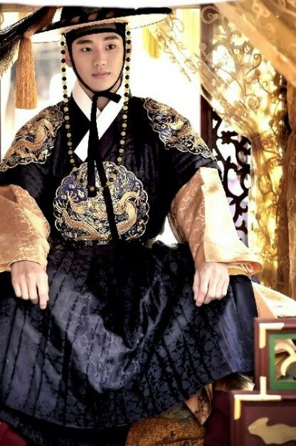 "Kim Soo Hyun as a king from Korean drama ""The moon that embraces the sun"". I have a thing for kstars and royal attire"
