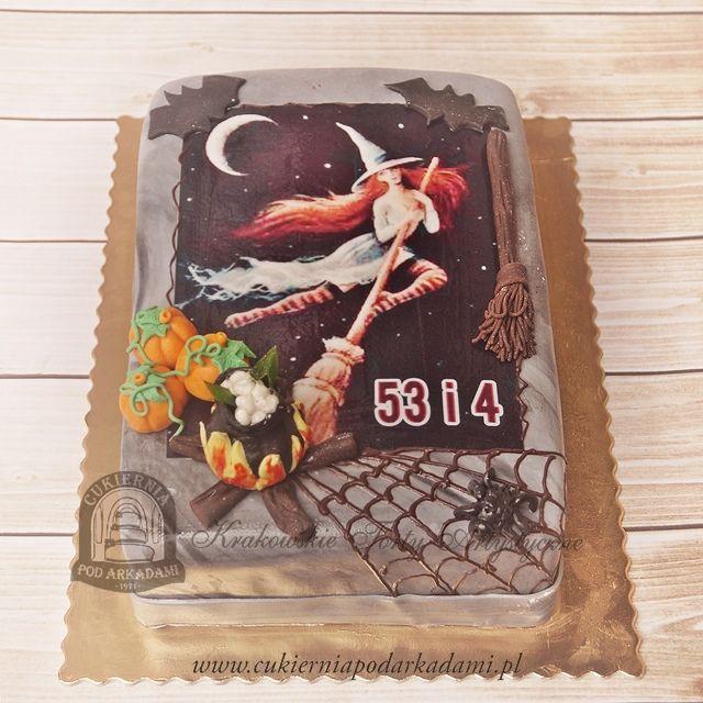 67BA Tort na Helloween z czarownicą na miotle, dyniami, pajęczyną i pająkiem. Helloween party cake.