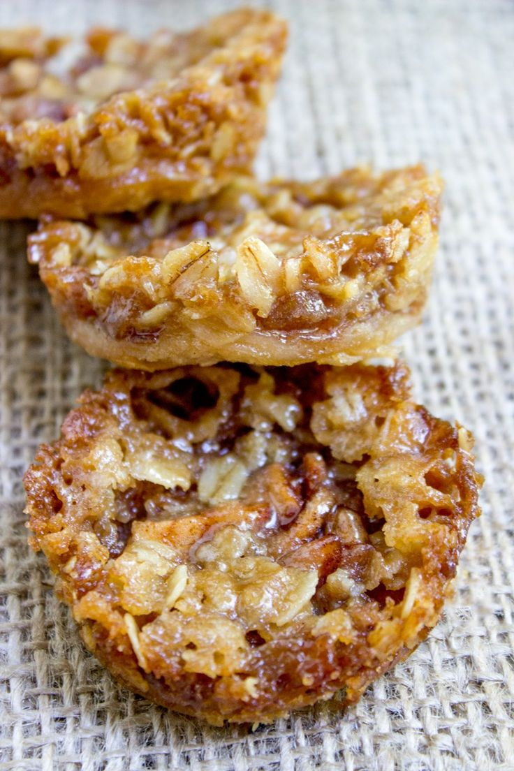 Apple Crisp Cookies with a pie crust bottom, sweetened spiced apples and a brown sugar and oat crust. All the fun of crisps and pies with just enough filling to make you feel like you're…