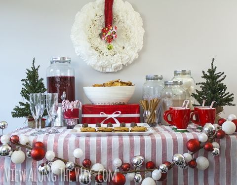 How to set up a Christmas party table