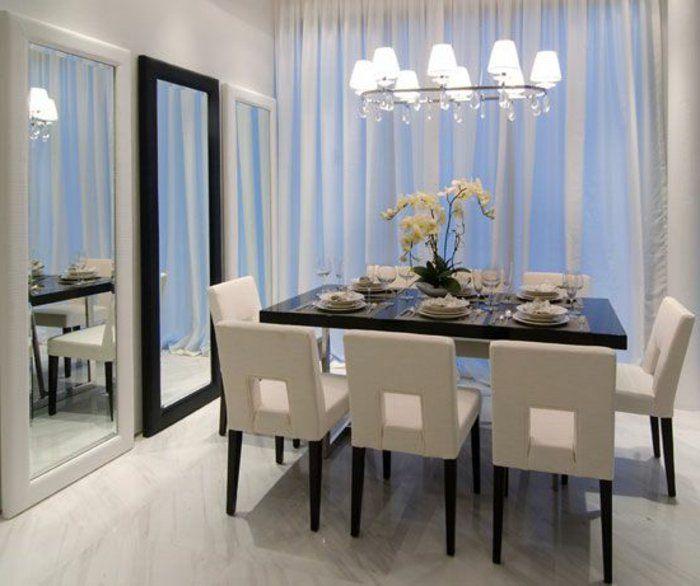 jolie salle à manger moderne avec meubles beiges et table carree en bois