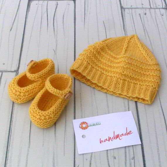 Newborn photo props Newborn set hat booties di RobertaCreations