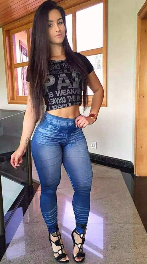 Pin by Tony sptty on girls in tight jeans. . | Sexy jeans ...