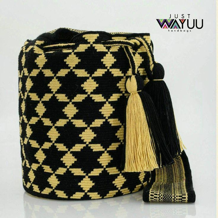 280 отметок «Нравится», 5 комментариев — Just Wayuu (@just.wayuu) в Instagram: «Star pattern in single thread technique. Handcrafted handbags made by indigenous wayuu in the north…»