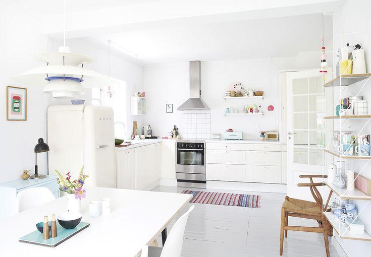 appartement-couleurs-été-cuisine-blanche-tapis-mademoiselle-claudine