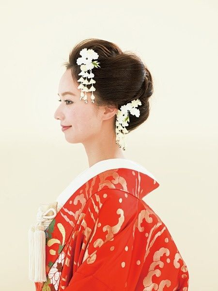 つまみかんざしを華やかにあしらった日本髪風ヘア/Side