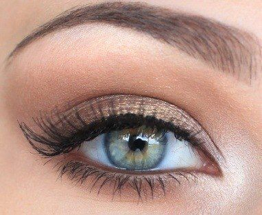 mascara blue eyes Smart Makeup Tips for Blue Eyes