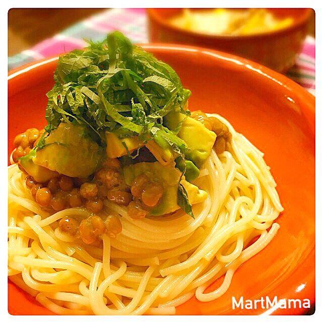 野菜たっぷり味噌豆乳スープと一緒に。 - 200件のもぐもぐ - すぐ完成♥︎アボ納豆パスタ by MartMama