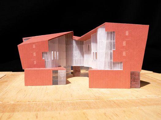 Progetto residenziale, Carme Pinós, 2005-2006, Novoli, Firenze. Tema del dissesto del corpo della casa.