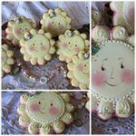 "Teri Pringle Wood su Instagram: ""#Christmas #keepsake #santa #gingerbread #gifts #decoratedcookies #pointsettia #gold #silver #pink #country"""