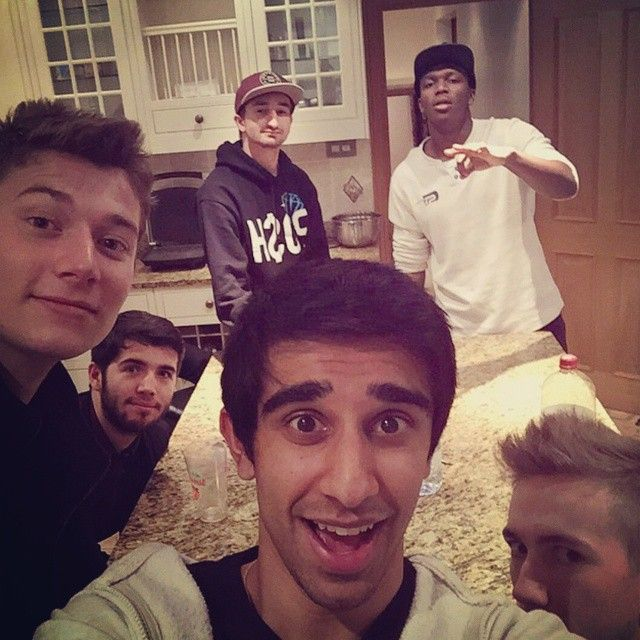 bajancanadian, the pack, plus others in London w/ Vikk