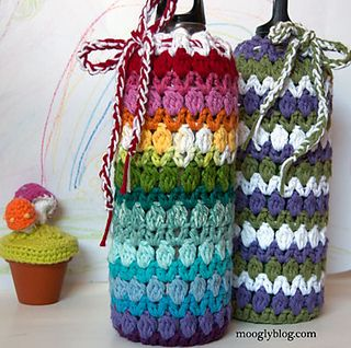 While I had a stainless steel water bottle in mind, I soon discovered that this pattern fits a standard size wine or liquor bottle just as well, making it a great wine gift bag for the holidays! And it works up in an afternoon – perfect for last minute invites (and the last night before school starts…) ZOOM!