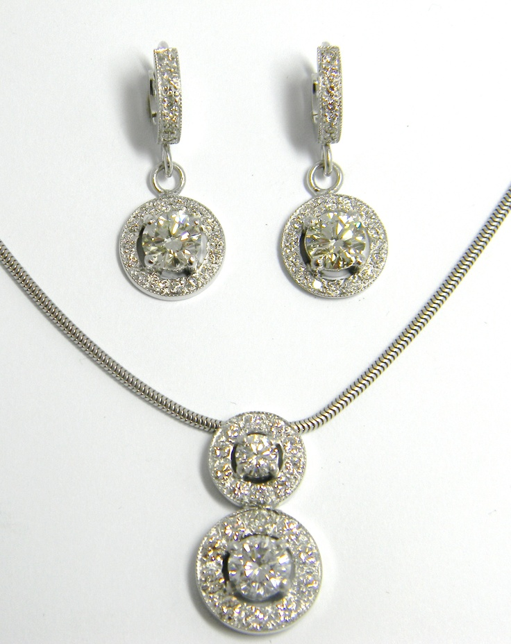 Total carat weight: 4.6ct of diamonds  set in White gold