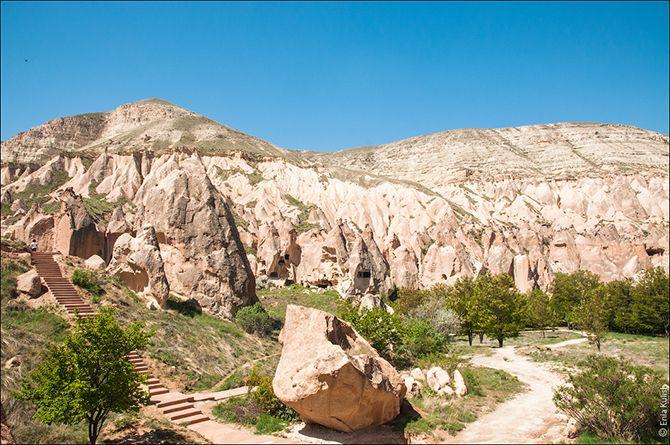 Каппадокия – страна чудес. Причудливые скалы, странные геологические образования, богатая история, удивительные легенды, необычный быт… Всего и не перечислить…