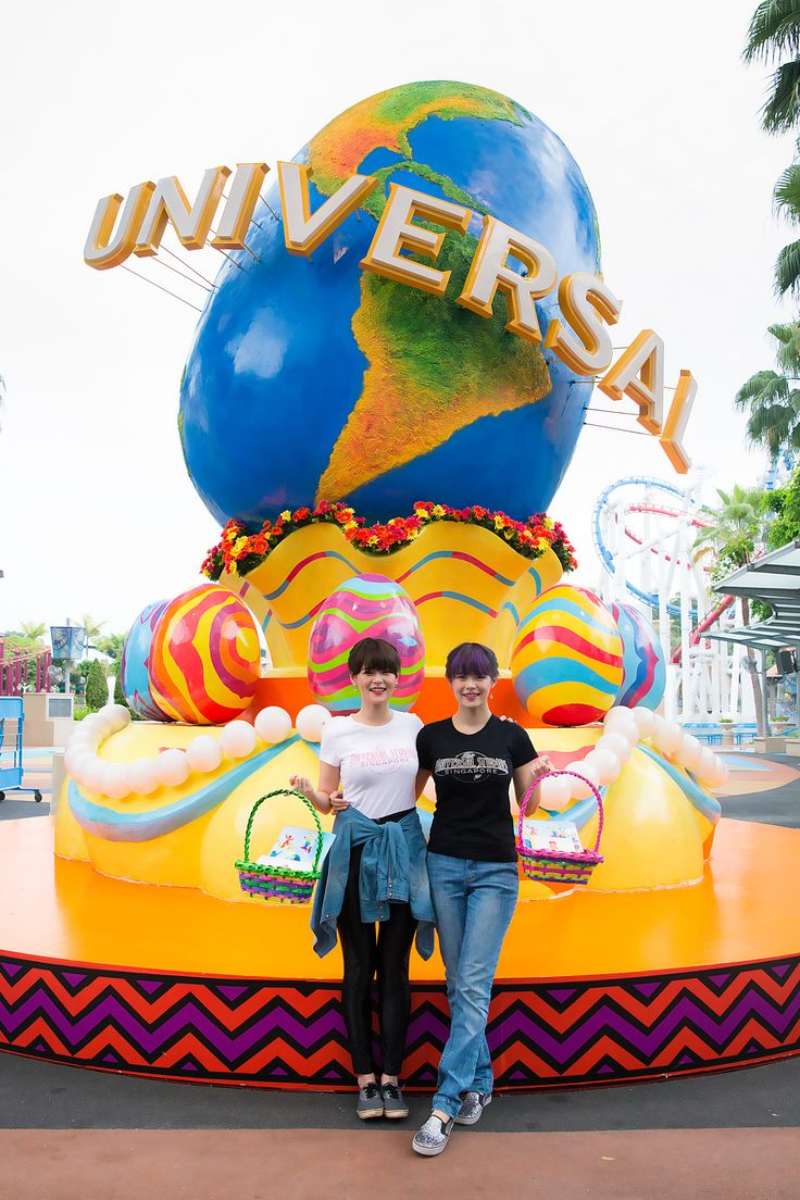 Local celebrity twins, Hayley and Jayley Woo, came down to Universal Studios Singapore for the Easter Eggstravaganza! They had an egg-mazing time going around the park to complete their challenges. Here's a shot of them before they embarked on their race!