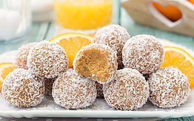 Tartufini arancia e cocco senza cottura senza burro e senza zucchero pronti in 5 minuti
