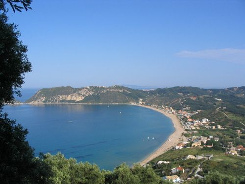 San Stefanos beach, long sandy and the cliffs at the east end are dramatic.