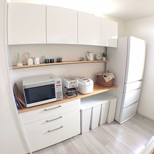女性で、の観葉植物/Alvar Aalto/かご/KAHLER/Panasonicの冷蔵庫/ittala…などについてのインテリア実例を紹介。「 炊飯機、黒から白に( ̄∇ ̄) 炭水化物を控えてるのに、 ご飯が美味しくて困ってます。。。」(この写真は 2017-05-13 12:32:55 に共有されました)