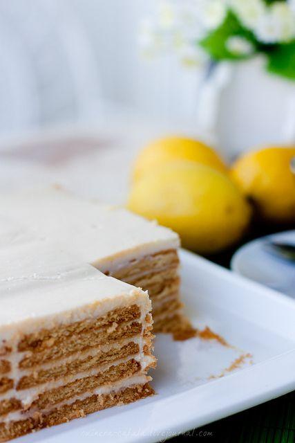 Суперлегкий, не в смысле калорий, а в смысле приготовления. Вариантов как всегда, очень много. Для этого тортика понадобится всего четыре ингредиента: лимон, печенье, сгущеное и концентрированное (ил…