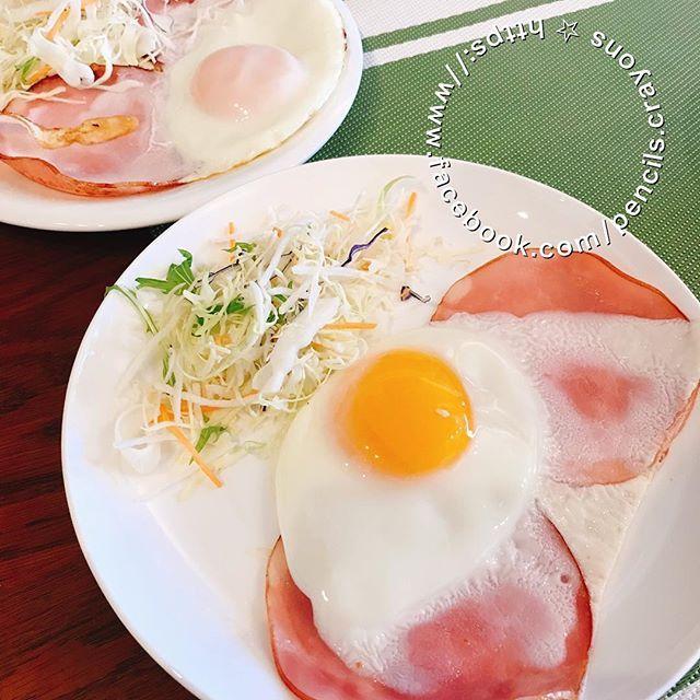とある日の 高校生男子ごはん 次男作の 目玉焼き 綺麗に焼けてる野菜付き 朝ごはん 朝ごはんプレート 朝ごはん 朝ごはん記録 Breakfastclub Breakfast Breakfastideas