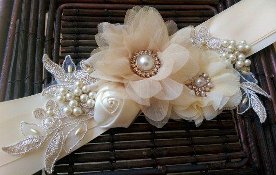 Champagne Ivory and Gold Bridal Sash Belt por PetalsAndStardust