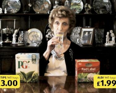 """Read more: https://www.luerzersarchive.com/en/magazine/commercial-detail/aldi-48723.html Aldi Aldi: """"Tea"""" [00:20]# An amusing series of spots for the Aldi chain of discount grocery stores, in which delightful testimonials (a wonderfully weird old lady and girls) show that the items stocked by Aldi are just as good as branded products. Tags: McCann, Manchester,Aldi,Dave Price,Neil Lancaster,MJ  Delaney"""