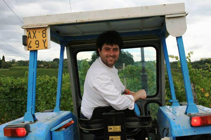 Lo chef @maxmentasti nelle vigne by C. Pellerino