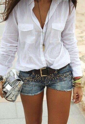 Não cansamos de postar! Looks com camisa branca + shorts! Tem item mais curinga que uma camisa branca?  Nossa versão está aqui: http://www.estevamstore.com.br/camisa-feminina-estevam-branca-com-cetim-preto.html