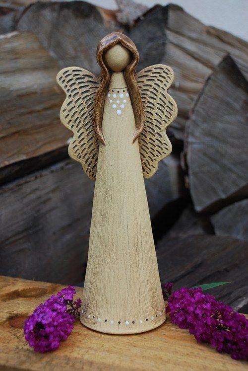 Keramický anděl                                                                                                                                                                                 Mais