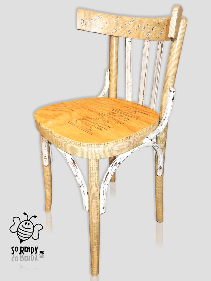 Sedia in Legno e giornali. #soreadystyle#recycle #arredo #upcycle #chair #ecodesign #quotidiani - di So.Ready Lab - soreadylab.etsy.com