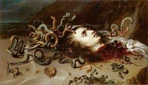 Etre médusé. Face à un danger imminent comme une avalanche, on peut être tellement stupéfait qu'on ne parvient même plus a bouger : on est paralysé, médusé. Le terme est né de la Gorgone Méduse, une créature fantastique, au corps de femme et à la chevelure de serpents, à la fois terrifiante et séductrice. Ce monstre pouvait d'un seul regard transformer ses victimes en statues de pierre. Mais Méduse était mortelle. Le héros Persée parvint à la décapiter.