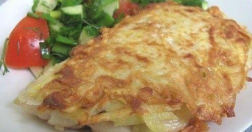 Ryba v zemiakovej kôrke 4 kd rybieho filé.(ak máte radi môžete aj pangasiusa.) 2 vajcia 4 zemiaky 2 lyžice hladkej múky slnečnicový olej soľ a korenie na obaľovanie 6 lyžíc hladkej múky