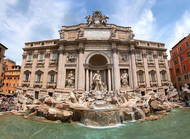 En 1750 Niccolo Salvi creo la fuente más famosa de Roma, donde se ve a Neptuno en un carro tirado por dos caballos junto a las aguas que brotan de un manantial descubierto hace 2000 años a 22 kilómetros de la ciudad. En 1960, en una escena de La Dolce Vita, la sueca Anita Ekberg …