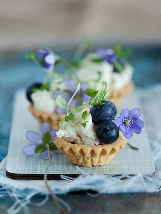 adorable italian style tarts - so adorable to serve at a rustic italian wedding post dinner