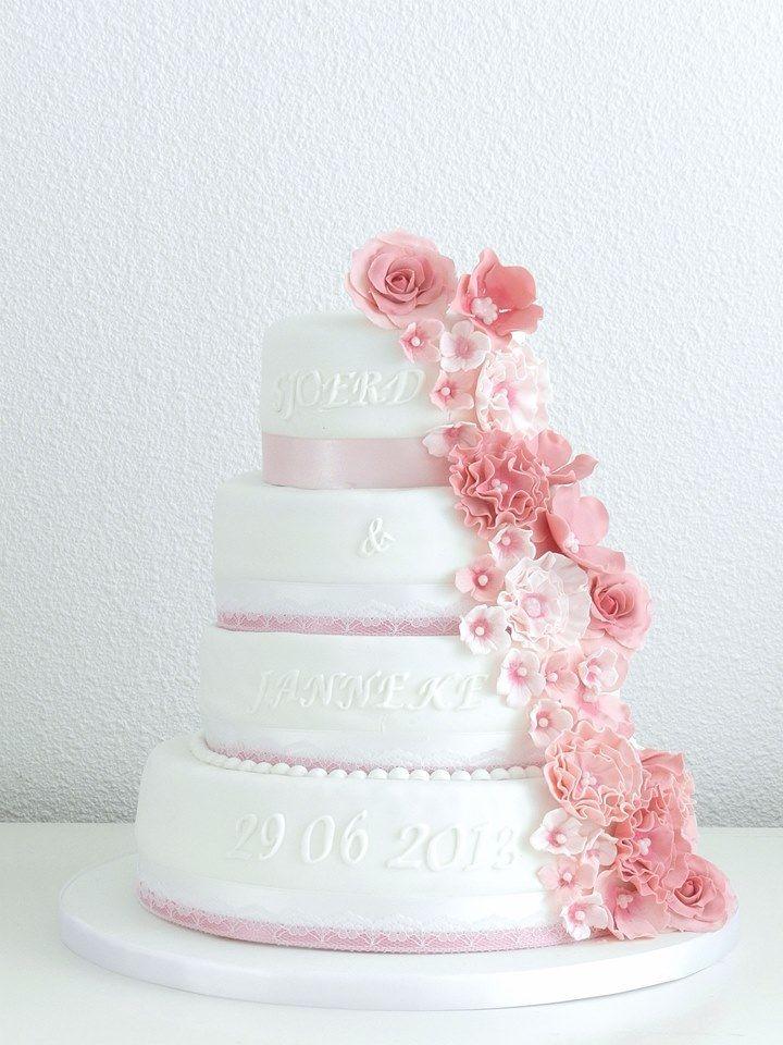 De taart moet qua kleur wel matchen met de rest...