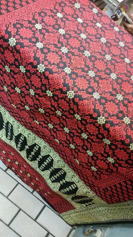 For Sale : Songket Palembang - Bungo Cino dasar hitam kombinasi bunga merah cas - Tlp/SMS/WA : 081294422133