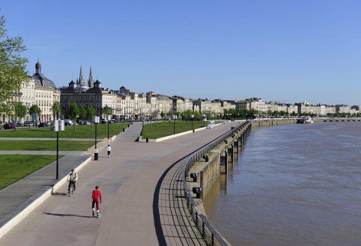 Bordeaux  -  le port de la lune