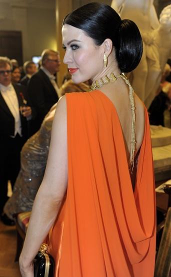 Jenni Vartiainen in Linnan Juhlat 2011 - Stunning!