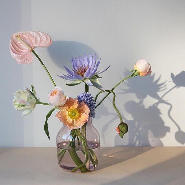 Pretty flowers in Muuto's SILENT vase -  @norwaydesigns #muuto #muutodesign…