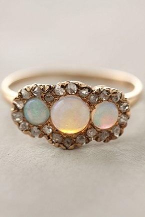 vintage ring, so pretty
