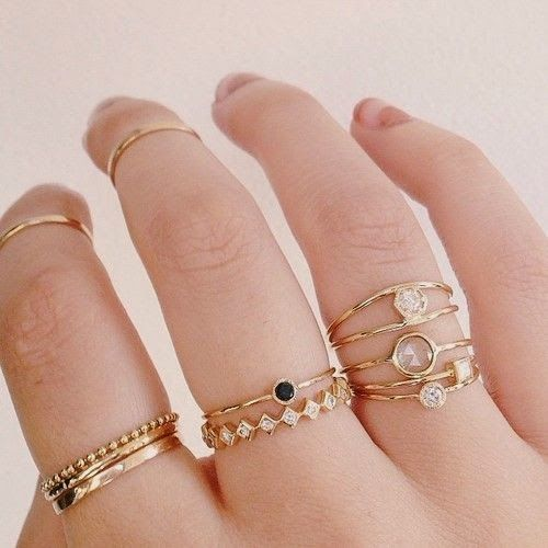 Why hello there, Lady Stitch Fix! I love delicate, dainty jewelry like these rings. I prefer to wear them on my ring finger (which is a size 5). ;)