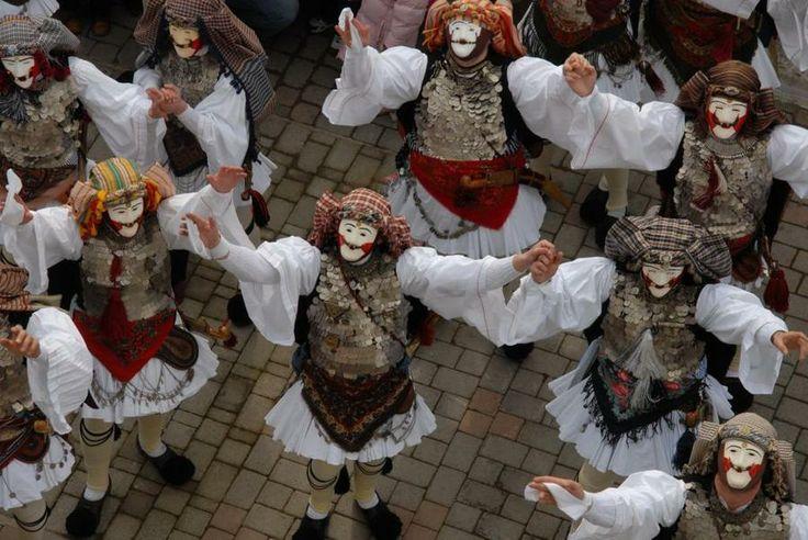 Οι Γενίτσαροι και οι Μπούλες της Νάουσας είναι χορευτικό δρώμενο