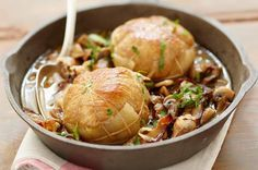 Recette de paupiettes de veau aux champignons au Thermomix TM31 ou TM5. Réalisez ce plat principal en mode étape par étape comme sur votre Thermomix !