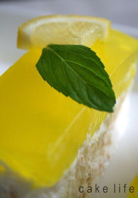 Parfeyi ilk defa limonlu denedim.Çok hafif çok güzel oldu.Yaz mevsiminde yapılacaklar listesine eklendi.Yine ilk defa denediğim, üzerind...