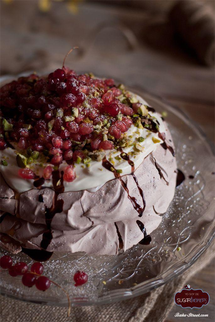 Chocolate pavlova with mascarpone and pommegranate - Pavlova de chocolate con mascarpone y granada
