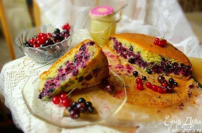 Пирог с ягодами  Нежный пирог с пышным тестом и обилием ягодной начинки! #едимдома #готовимдома #рецепты #кулинария #выпечка #пирог #домашняяеда #ягоды #лето