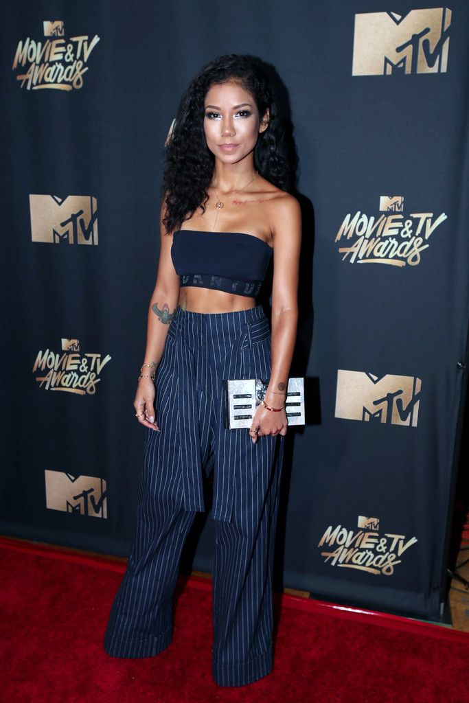 Jhene Aiko Crop Top - Jhene Aiko showed off her shoulders and abs in a navy bandeau top by DKNY at the 2017 MTV Movie and TV Awards.